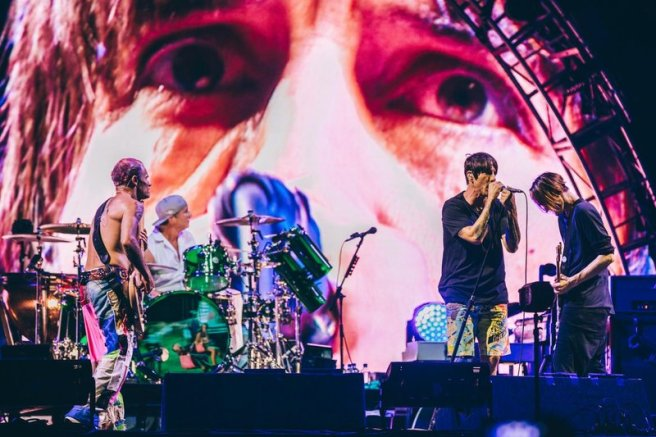 red-hot-chili-peppers-at-lollapalooza.jpg